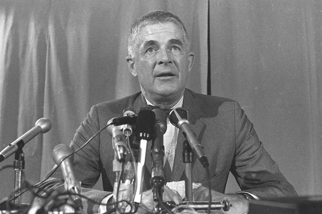Special prosecutor Archibald Cox speaks at a news conference in 1973.