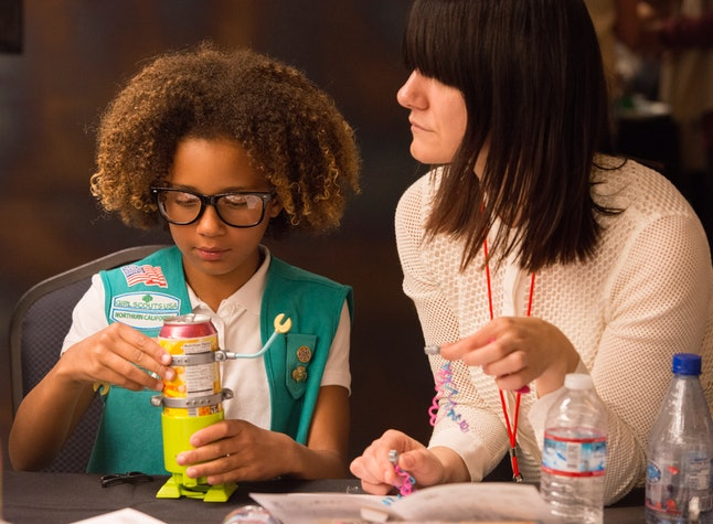 "A Girl Scout builds a soda can robot with help from a female tech executive at the ""She Rules: STEM"" event."