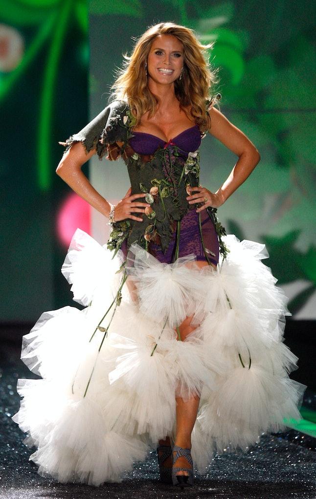 Heidi Klum walking the Victoria's Secret runway in 2009, six weeks after childbirth.