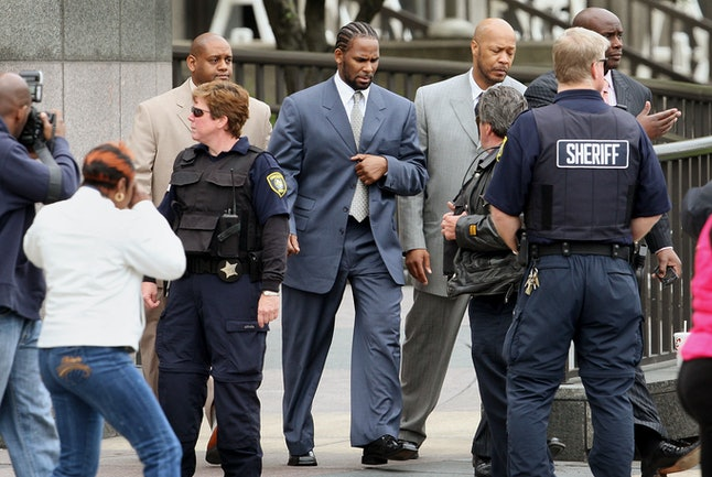 R. Kelly outside the Cook County courthouse during his 2008 child pornography trial.
