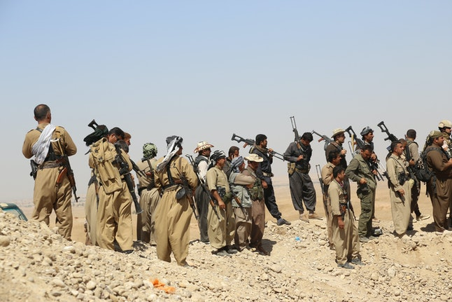 Kurdish fighters mobilize against the IS.