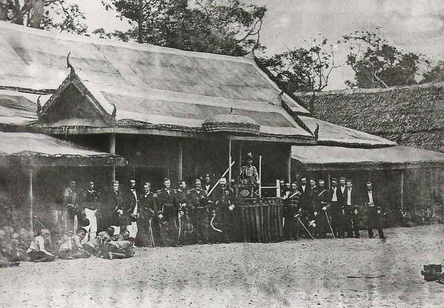 King Mongkut, center, and the rest of his eclipse expedition in 1868.