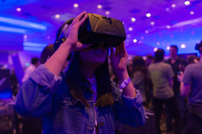 A woman tries the Samsung VR. Not the author.
