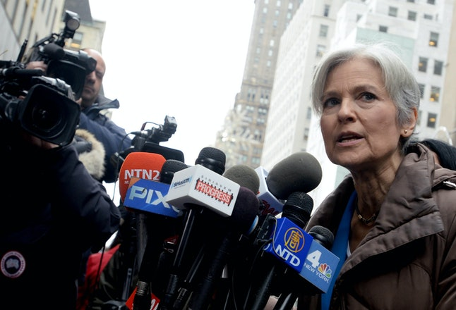 Jill Stein holds a conference in front of the Trump Tower.