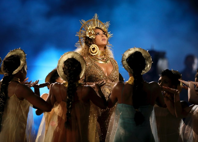 Beyoncé performing at the 2017 Grammys