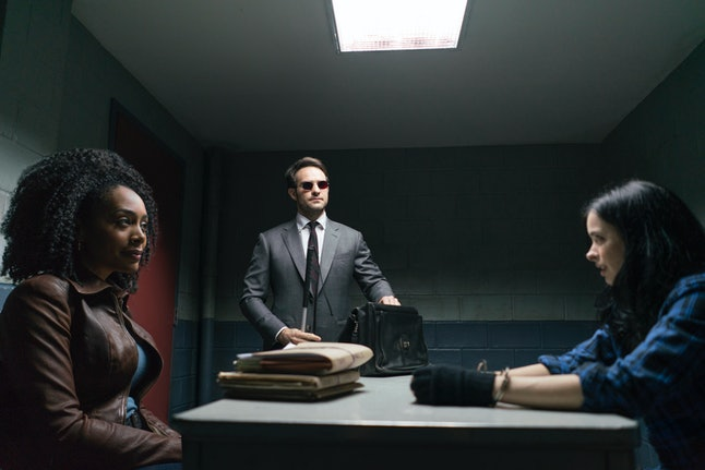 Daredevil and Jessica Jones meeting in 'The Defenders'