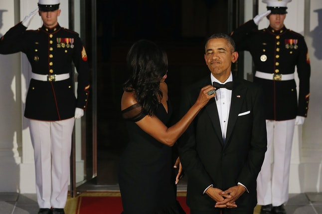 Michelle Obama and Barack Obama awaiting the arrival of Chinese President Xi Jinping for a state dinner in September 2015