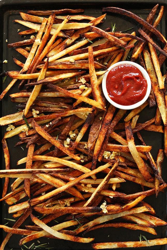 Crispy baked garlic matchstick fries