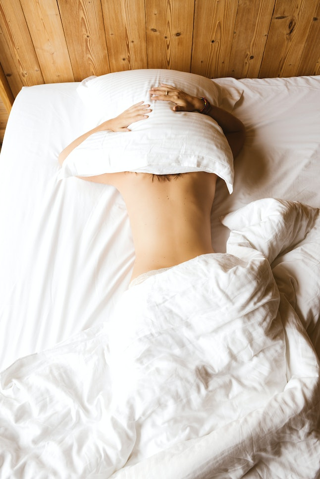 Heres Why You Should Sleep Naked, According To Science-4678