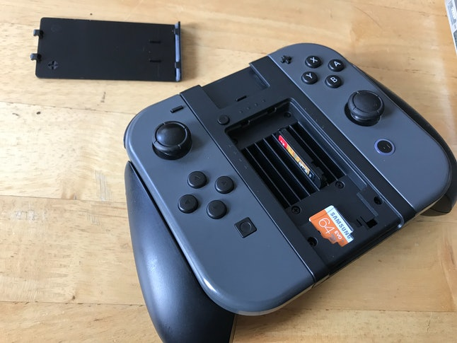 Nyko Clip Grip holds six games and two microSD cards