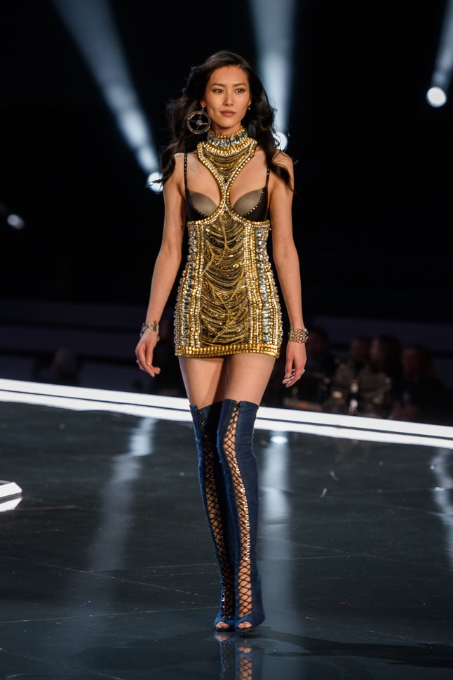 Liu Wen at the 2017 Victoria's Secret Fashion Show