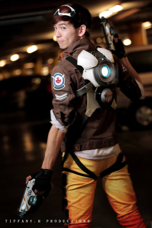 Tracer gender-bent cosplay by vellicant