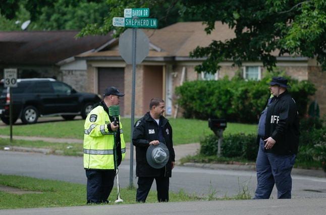 Dallas County Sheriff investigators at the scene where Officer Roy Oliver killed Jordan Edwards, May 2017.