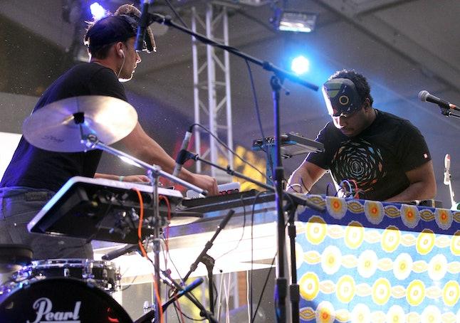 Sampha performing with SBTRKT