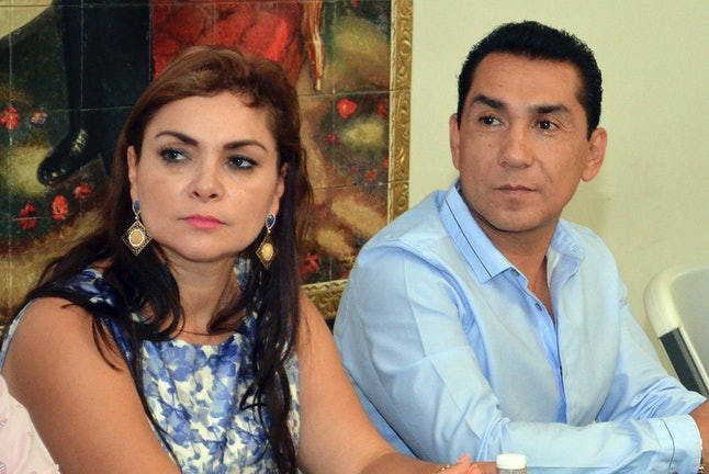 Maria de los Angeles Pineda and her husband, Iguala mayor José Luis Abarca met with state government officials in May 28, 2014.