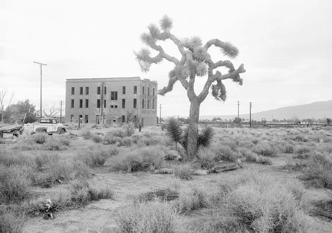 An abandoned hotel near Apple Valley, Calif. —where the author's father grew up — pictured in 1955.