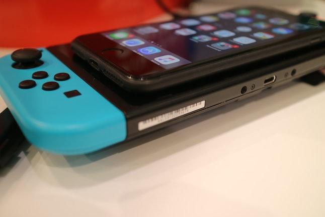 Nintendo Switch vs. iPhone 7 Plus with slim case