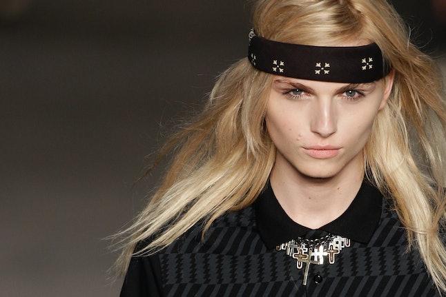 Model Andreja Peji? on the runway.