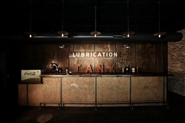 Tank Garage's lubrication, i.e. bar