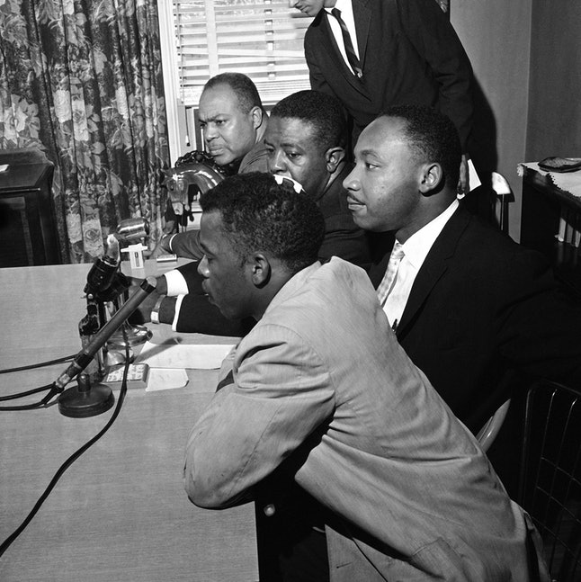Lewis, his head bandaged after a 1961 Freedom Ride, at a news conference with King.