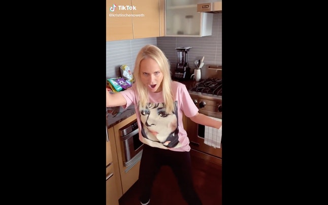 Kristen Chenoweth hits some high notes while cleaning her house.