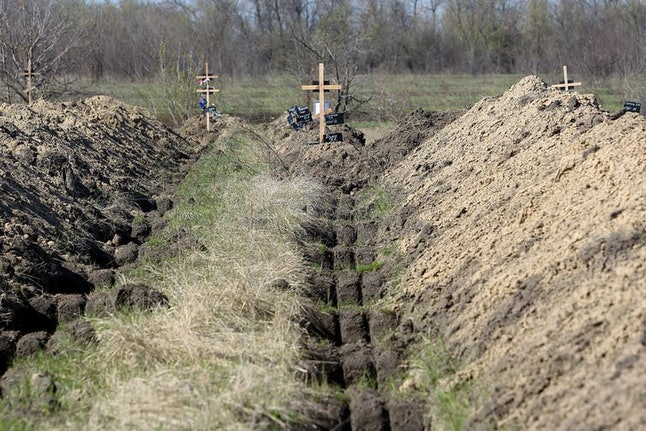 The eastern Ukrainian city of Dnipro has prepared more than 600 graves for coronavirus victims, April 7, 2020