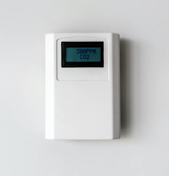 CO2 levels can be used to estimate whether the air in a room is stale and potentially full of particles containing the coronavirus.
