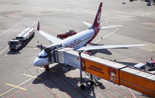An Air Berlin Boeing 737 at the gate, check-in, loading, unloading, catering, refuelling, baggage loading, Duesseldorf International Airport, Duesseldorf, North Rhine-Westphalia, Germany